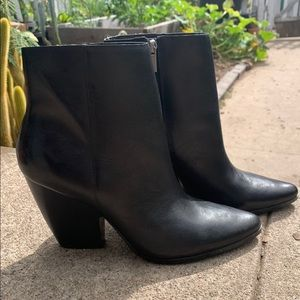 Women's size 10 Charles David black leather boots
